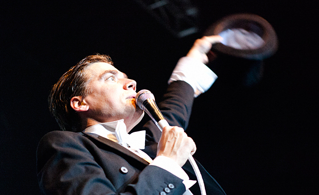 GOING LIVE: THE HIVES