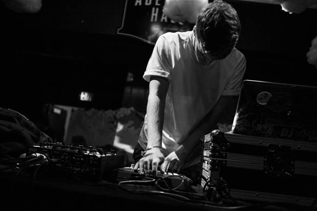 Ryan Hemsworth-7